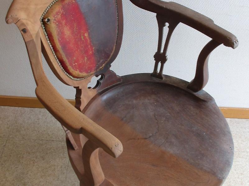 fauteuil moitié décapé 006.jpg